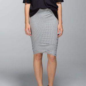 LuLuLemon grey & white striped anytime skirt